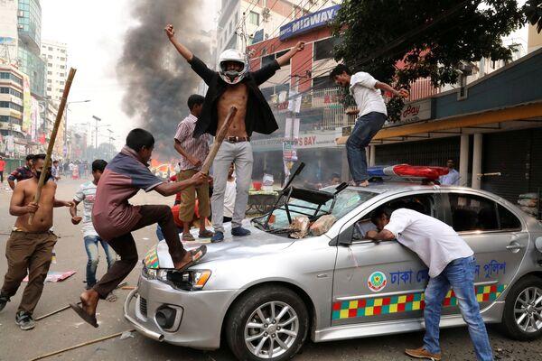Участники акции протеста в Дакке, Бангладеш