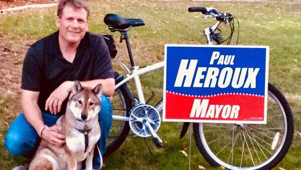 Мэр города Эттлборо Пол Хэроу и его собака по кличке Мура