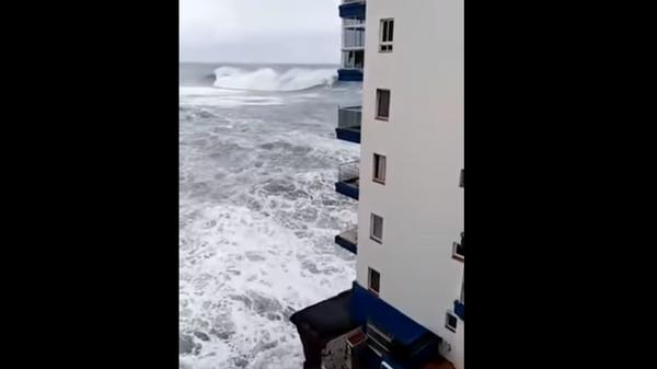 Волны на Тенерифе. Скриншот
