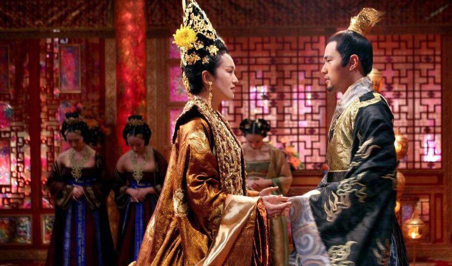 Кадр из фильма «Проклятие золотого цветка»