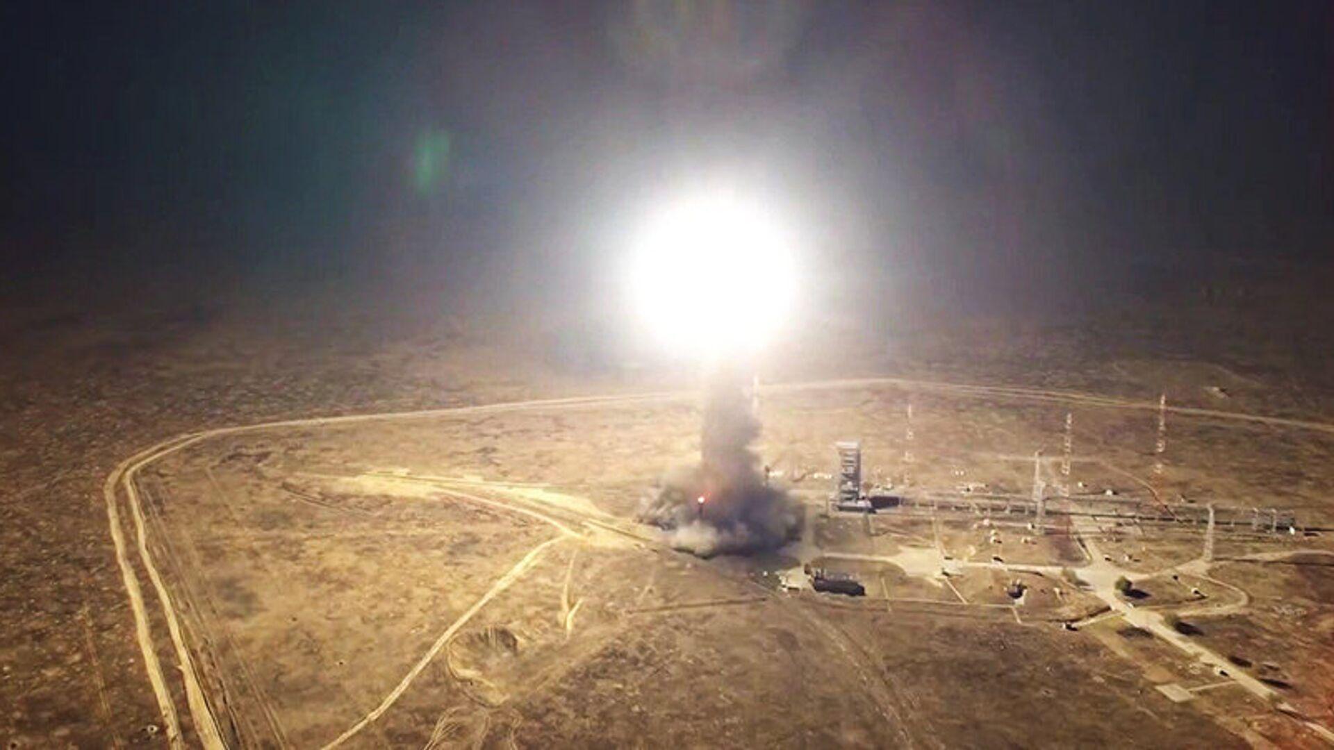 Запуск межконтинентальной баллистической ракеты РС-12М Тополь - РИА Новости, 1920, 28.11.2019