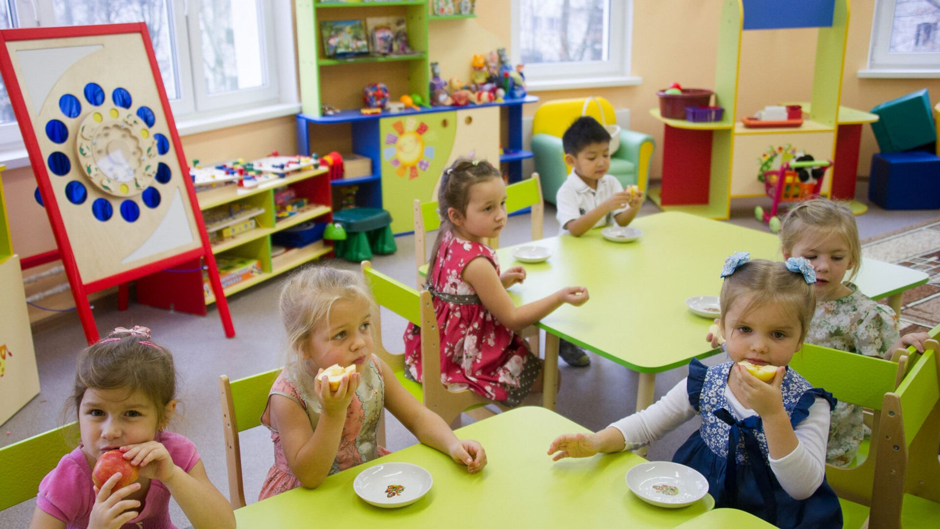 Дети в детском саду. Архивное фото - РИА Новости, 1920, 25.09.2020