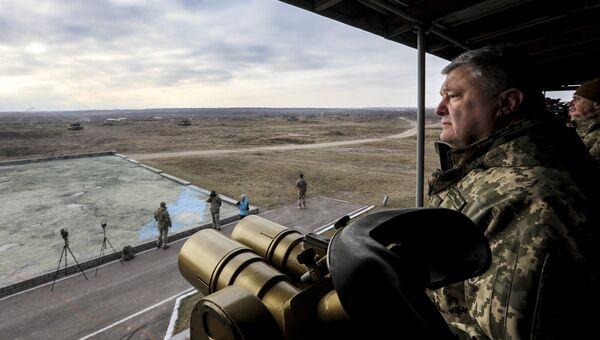 Президент Украины Петр Порошенко во время тактических учений десантно-штурмовых войск в Житомирской области. 21 ноября 2018