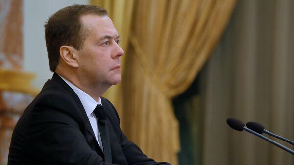 Медведев оценил отношения с США перед встречей Путина и Байдена