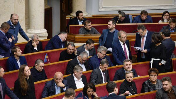 Депутаты на заседании Верховной рады Украины, посвященном рассмотрению государственного бюджета Украины на 2019 год