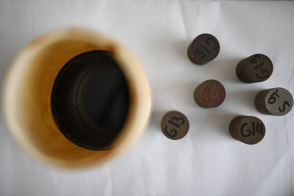 Образцы горной породы, заполненные нефтью