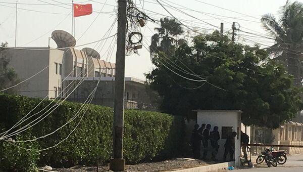 Вооруженные силы и полиция во время нападения на китайское консульство в Карачи, Пакистан. 23 ноября 2018