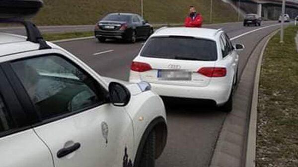 Автомобиль жителья Львова Ивана Кульчицкого, заблокированный местным жительем города Пшемысль