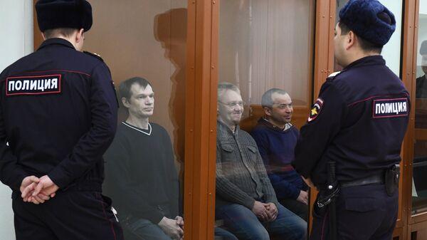 Активисты запрещенного в РФ экстремистского движения Артподготовка* во время заседания в Московском окружном военном суде. Архивное фото
