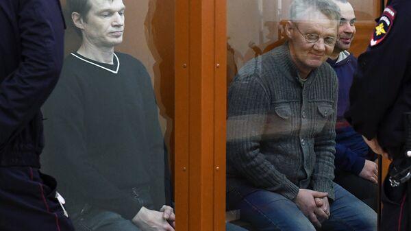 Активисты запрещенного в РФ движения Артподготовка, обвиняемые в подготовке теракта, во время заседания по уголовному делу в Московском окружном военном суде. 26 ноября 2018
