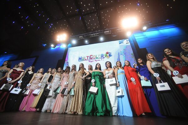 Участницы во время финалов всероссийских конкурсов красоты Топ модель России 2018 и Топ модель PLUS 2018 в Korston Club Hotel в Москве