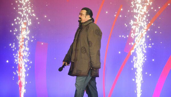 Стивен Сигал на Synergy Global Forum в СК Олимпийский в Москве. 27 ноября 2018