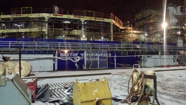 Ледокол Виктор Черномырдин на Адмиралтейских верфях в Санкт-Петербурге после пожара