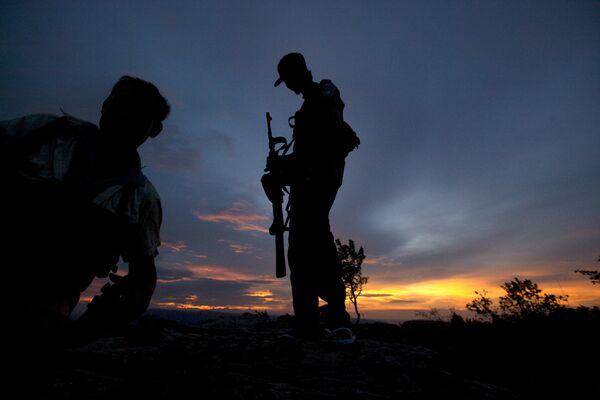 Солдаты Камбоджи  в спорной пограничной зоне вокруг храма Преах Вихеар