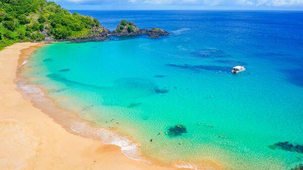 Бразильский пляж Прайя до Санчо на острове Фернандо де Норонья