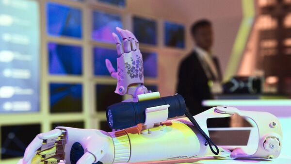 Не покладая рук: Как бионические протезы меняют жизнь инвалидов