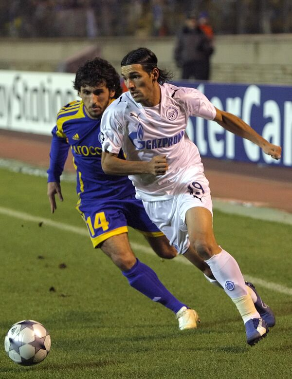 Данни ( в белом) и Анри Хагуш в матче Лиги чемпионов Зенит - БАТЭ