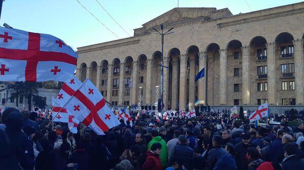 Акция протеста против фальсификации на прошедших выборах президента у здания парламента в Тбилиси