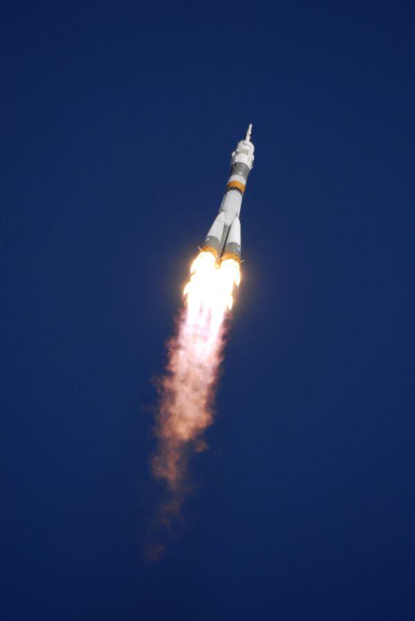 Союз с экипажем 18-й экспедиции МКС вошел в плотные слои атмосферы