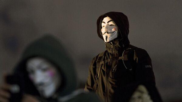Участники акции протеста, организованной движением Anonymous