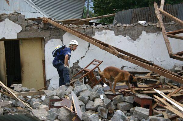 Спасательные работы после землетрясения в Пакистане