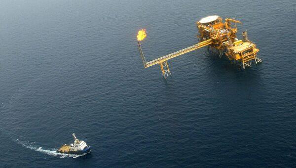 Нефтяная платформа в территориальных водах Катара. Архивное фото