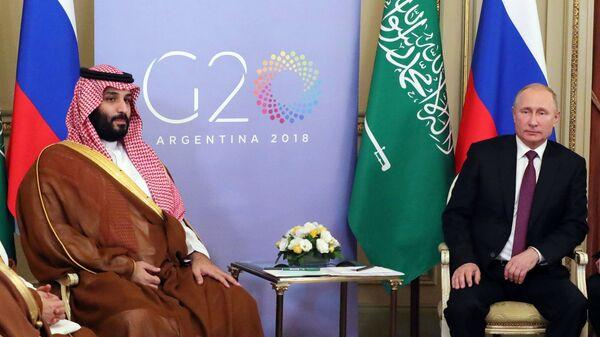 Президент РФ Владимир Путин и наследный принц Саудовской Аравии  Мухаммед бен Сальман аль Сауд время встречи на полях саммита G20 в Буэнос-Айресе. Архивное фото