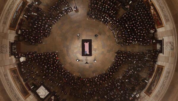 Церемония прощания с Джорджем Бушем-старшим в Капитолии США в Вашингтоне. 3 декабря 2018