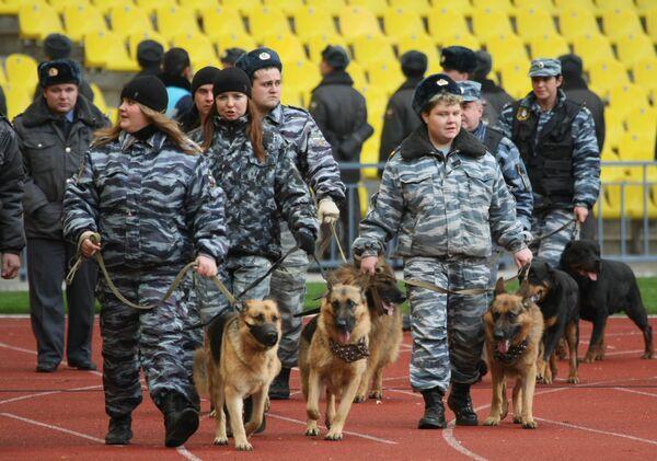 Более 2 тыс милиционеров обеспечат порядок на матче Кубка РФ  - ГУВД
