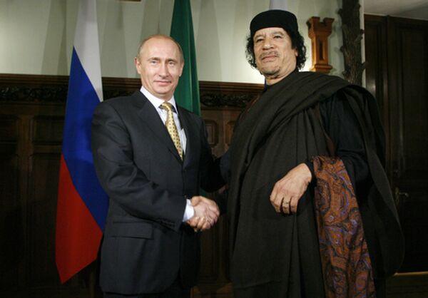 Глава правительства РФ Владимир Путин и лидер Социалистической Народной Ливийской Арабской Джамахирии Муамар Каддафи