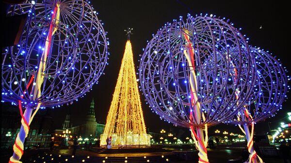 Праздничная иллюминация накануне Нового года в центре столицы