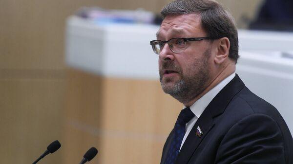 Председатель комитета Совета Федерации РФ по международным делам Константин Косачев выступает на пленарном заседании Совета Федерации РФ в Москве. 5 декабря 2018