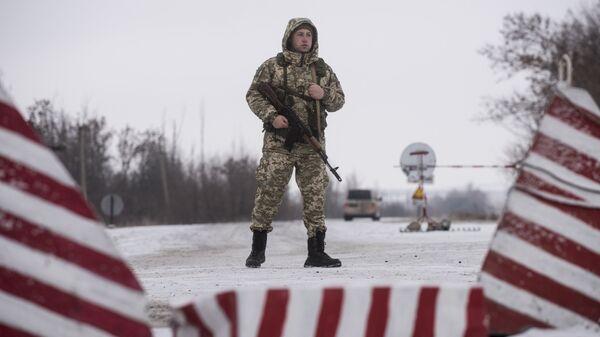 Украинский пограничник на границе с Россией