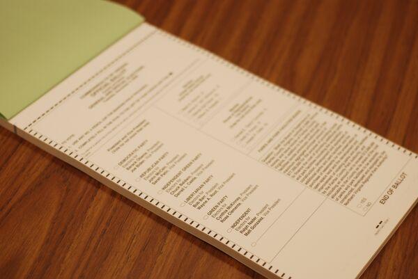 Избирательный бюллетень на избирательном участке в Аннандейле (штат Вирджиния)