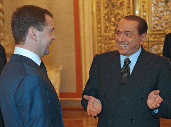 Премьер-министр Италии Сильвио Берлускони и президент РФ Дмитрий Медведев (слева направо) во время встречи в Кремле