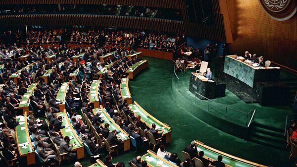 Генеральный секретарь ЦК КПСС, Председатель Президиума Верховного Совета СССР Михаил Горбачев выступает на 43-й сессии Генеральной ассамблеи ООН