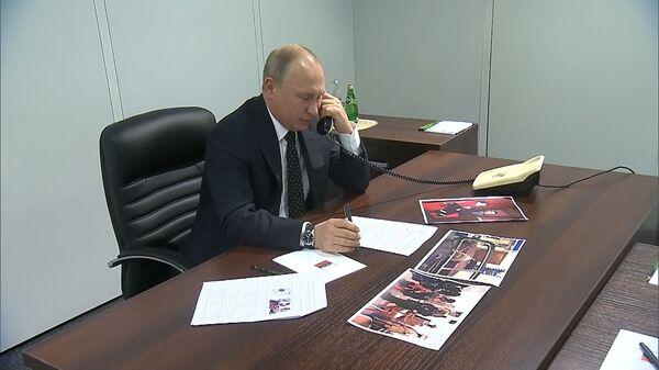 Кадры разговора Путина с девочкой по телефону
