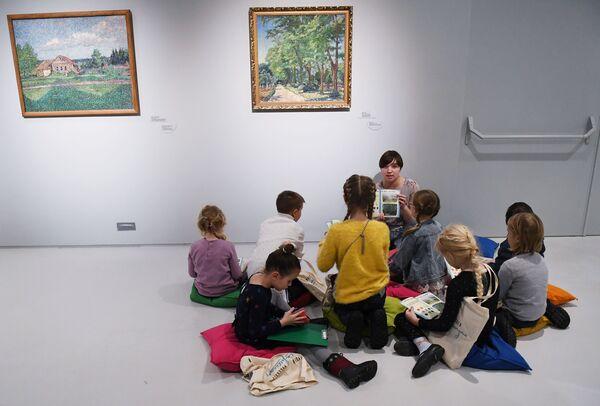 Дети во время учебного занятия в Музее русского импрессионизма