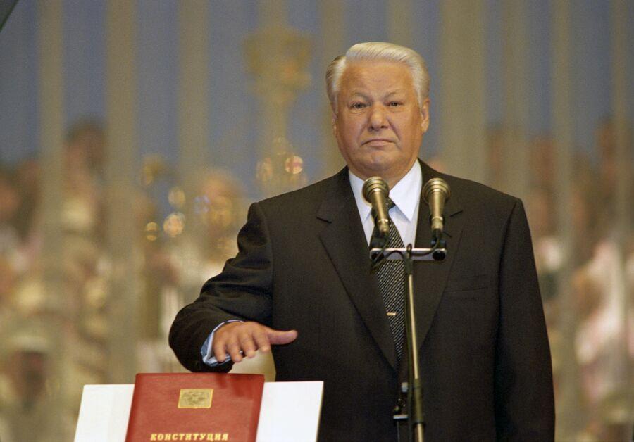 Борис Ельцин во время принятия присяги. 1996 год