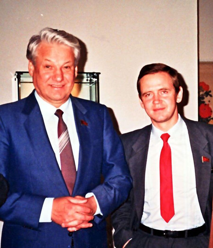 Президент России Борис Ельцин и его советник по политическим вопросам Сергей Станкевич