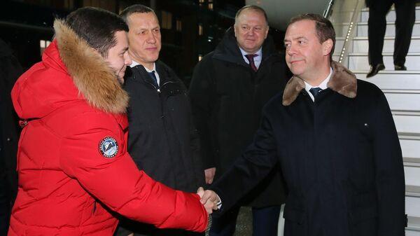Председатель правительства РФ Дмитрий Медведев в аэропорту поселка Сабетта. 11 декабря 2018