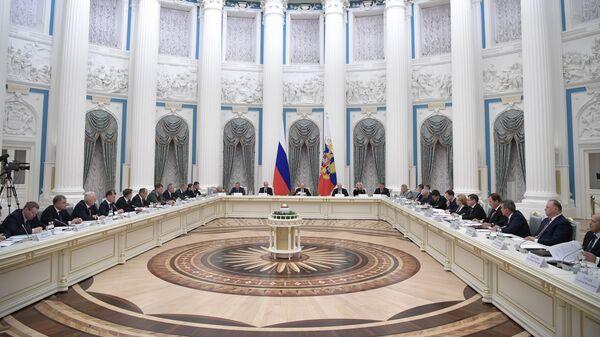 Владимир Путин проводит заседание российского организационного комитета Победа в Кремле