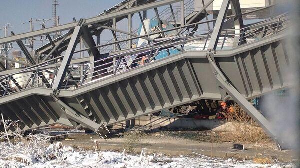 На месте крушения высокоскоростного поезда в Анкаре, Турция
