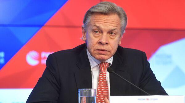 Алексей Пушков во время пресс-конференции в Международном мультимедийном пресс-центре МИА Россия сегодня