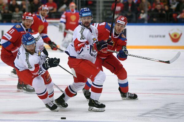 Хоккеисты сборной Чехии Иржи Новотны и Ондржей Немец (слева направо)