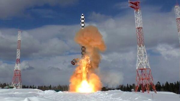 Запуск тяжелой межконтинентальной баллистической ракеты Сармат с космодрома Плесецк