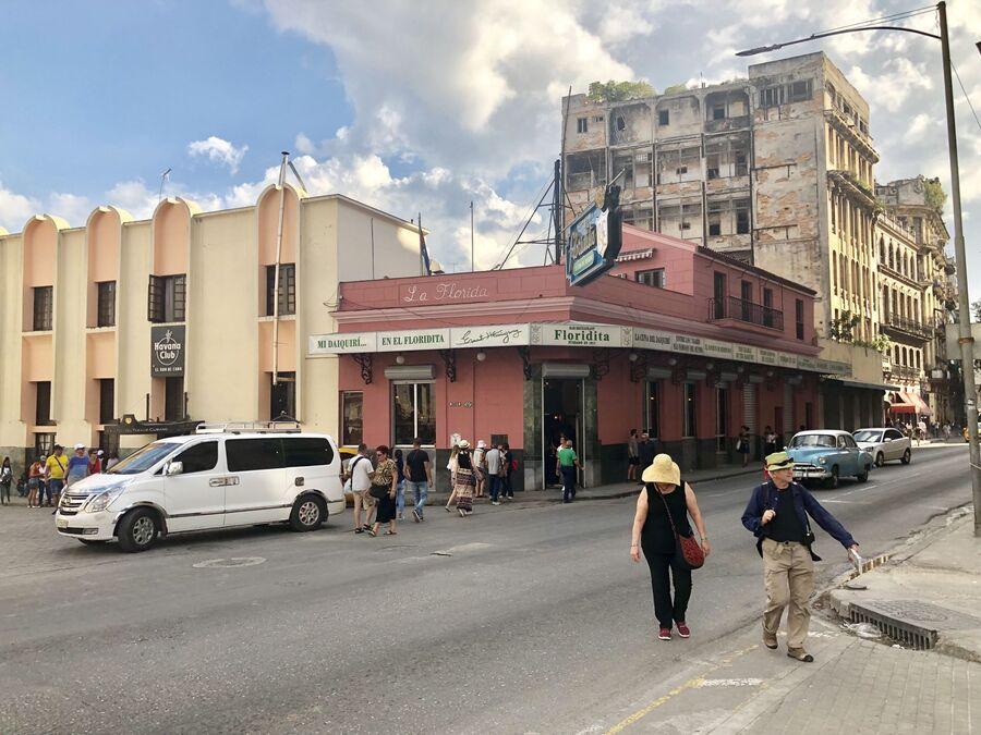 Кафе, где Эрнест Хемингуэй придумал свой вариант коктейля Дайкири,  Гавана, Куба