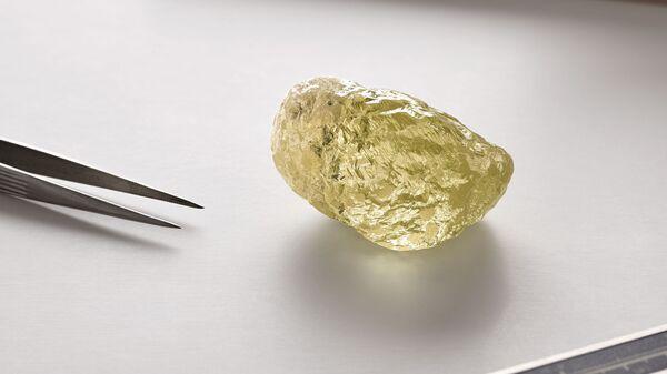 Желтый алмаз, найденный на канадском месторождении Дайавик