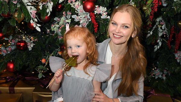 Фотомодель Елена Кулецкая с дочкой Никой