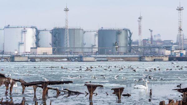 Терминал хранения нефти в поселке Черноморское на Украине